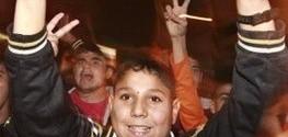 طفل فلسطيني اشارة النصر
